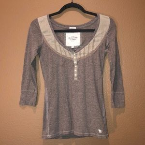 Used stretchy 1/4 sleeve top